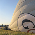 In eerste instantie wordt de ballon door een heel flinke ventilator met koude lucht gevuld.