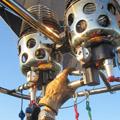 Twee branders om de lucht in de ballon te verwarmen. Wat kan techniek toch mooi zijn.
