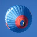 Een andere luchtballon stijgt net voor ons op.